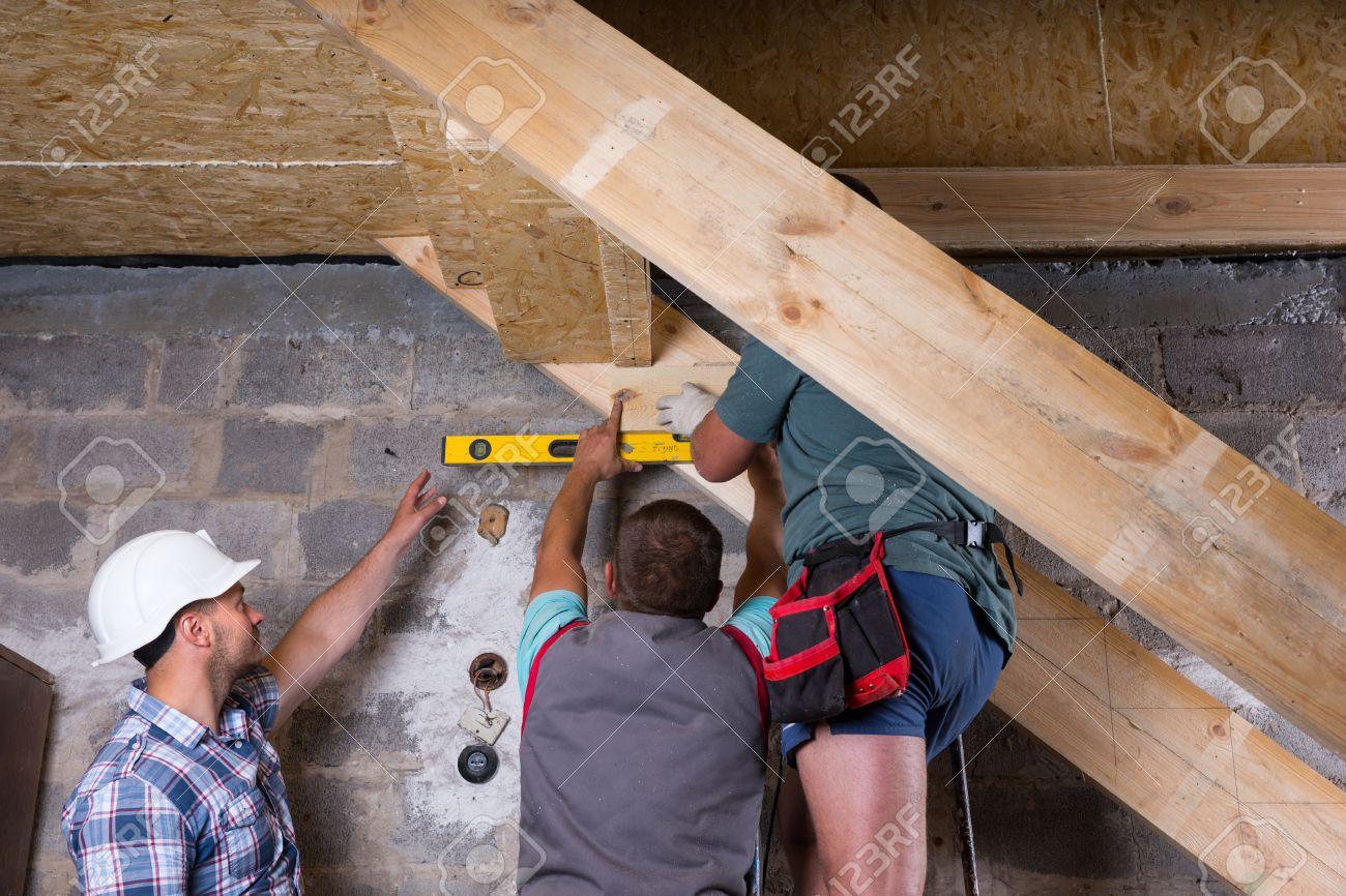 Equipo De Trabajadores De La Construcción Edificio Marco Escalera De ...