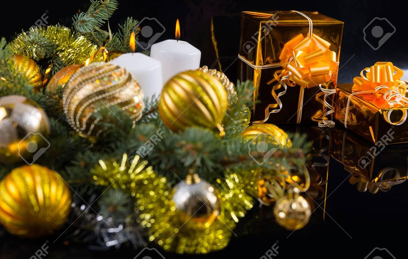 Bunte Gold Themen Weihnachten Stilleben Mit Kugeln Mit Bögen In ...