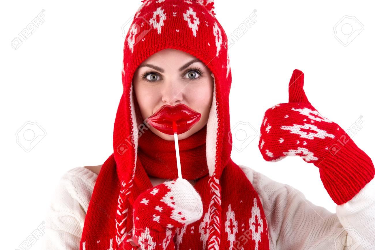 Chica En Un Kit De Punto. Sombrero Rojo, Bufanda Y Patrón De Mitones ...