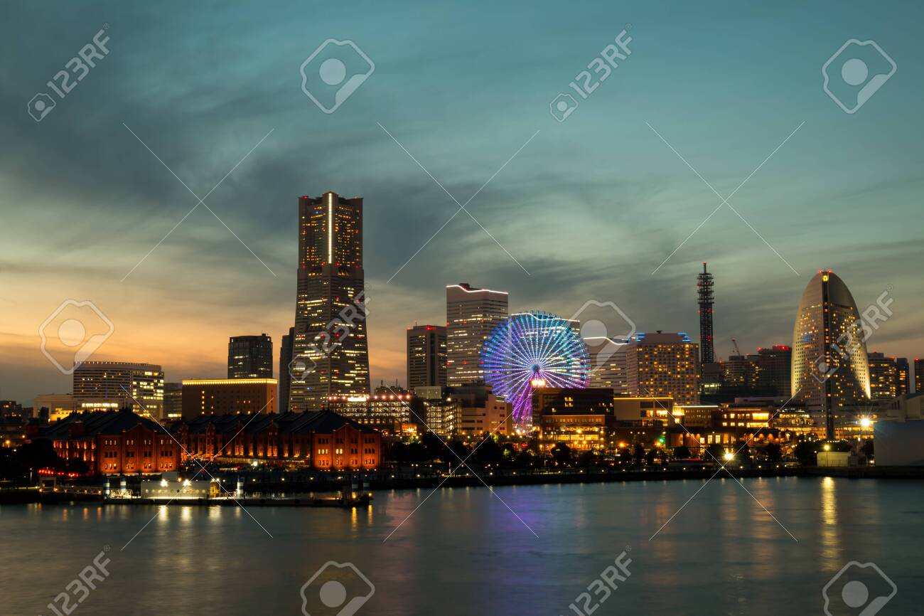 Yokohama City Port in the Sunset during winter season, Cityscape lighting view from Osan Bashi - 130500161