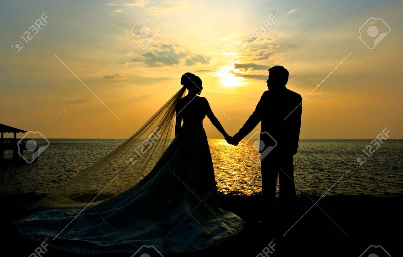 Romantic silhouette of wedding couple at sunset Stock Photo - 8687118