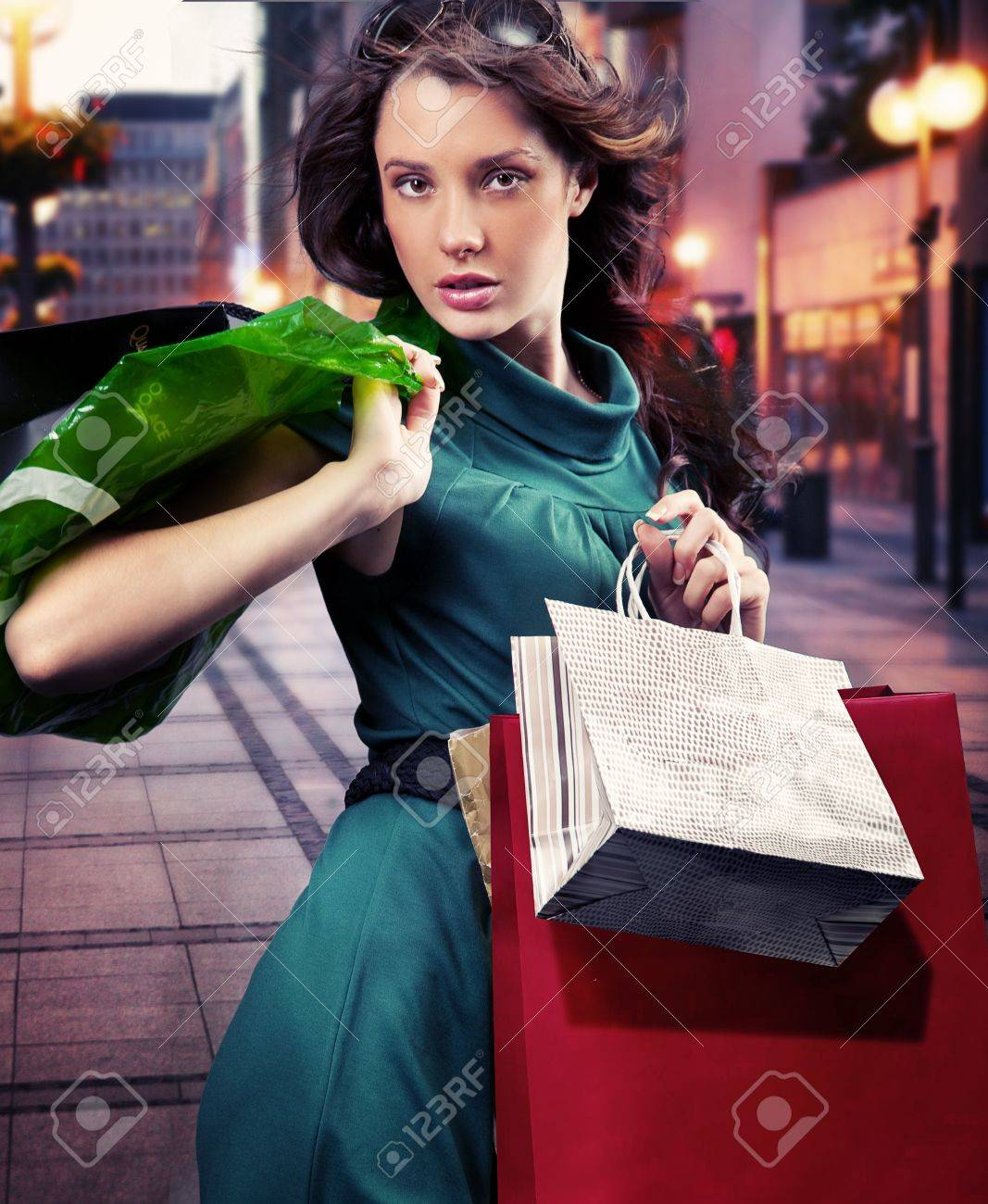 Young beauty brunette shopping Stock Photo - 9078230