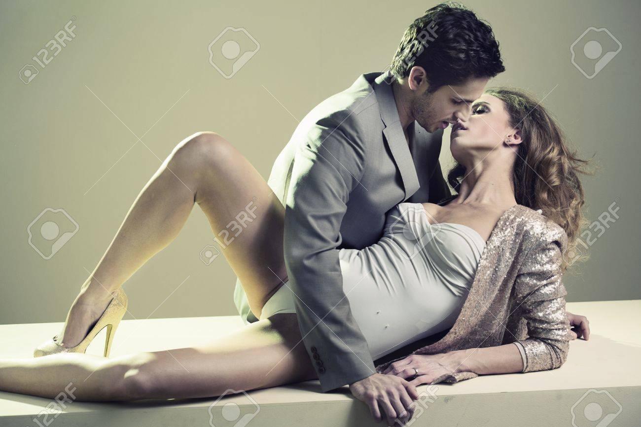 Целовать ноги женщине мужчины 23 фотография