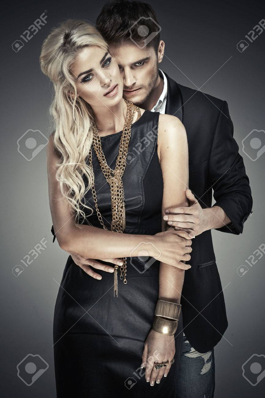 Portrait of young bold couple - 42115040