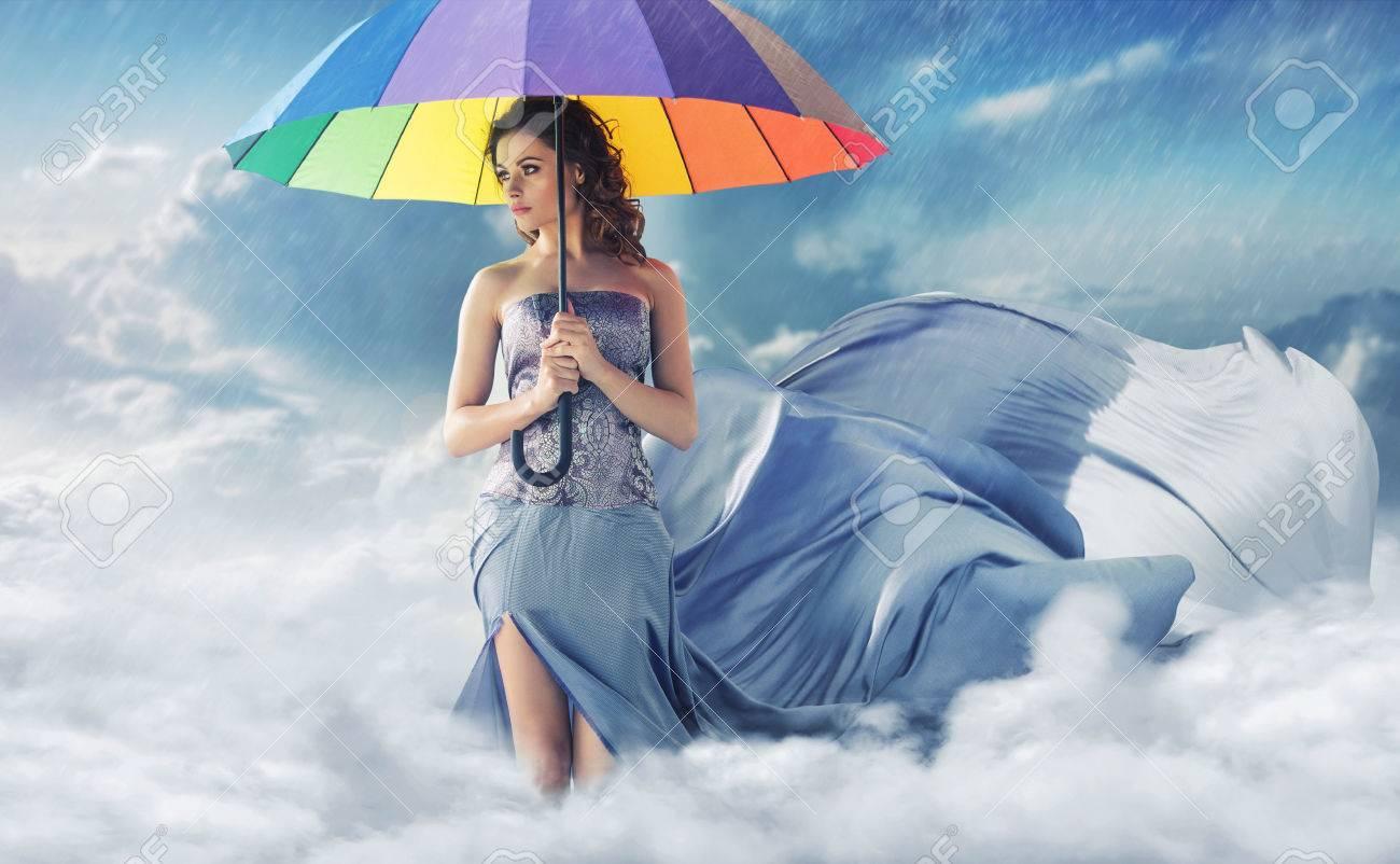 banque dimages femme avec un large parapluie color - Parapluie Color
