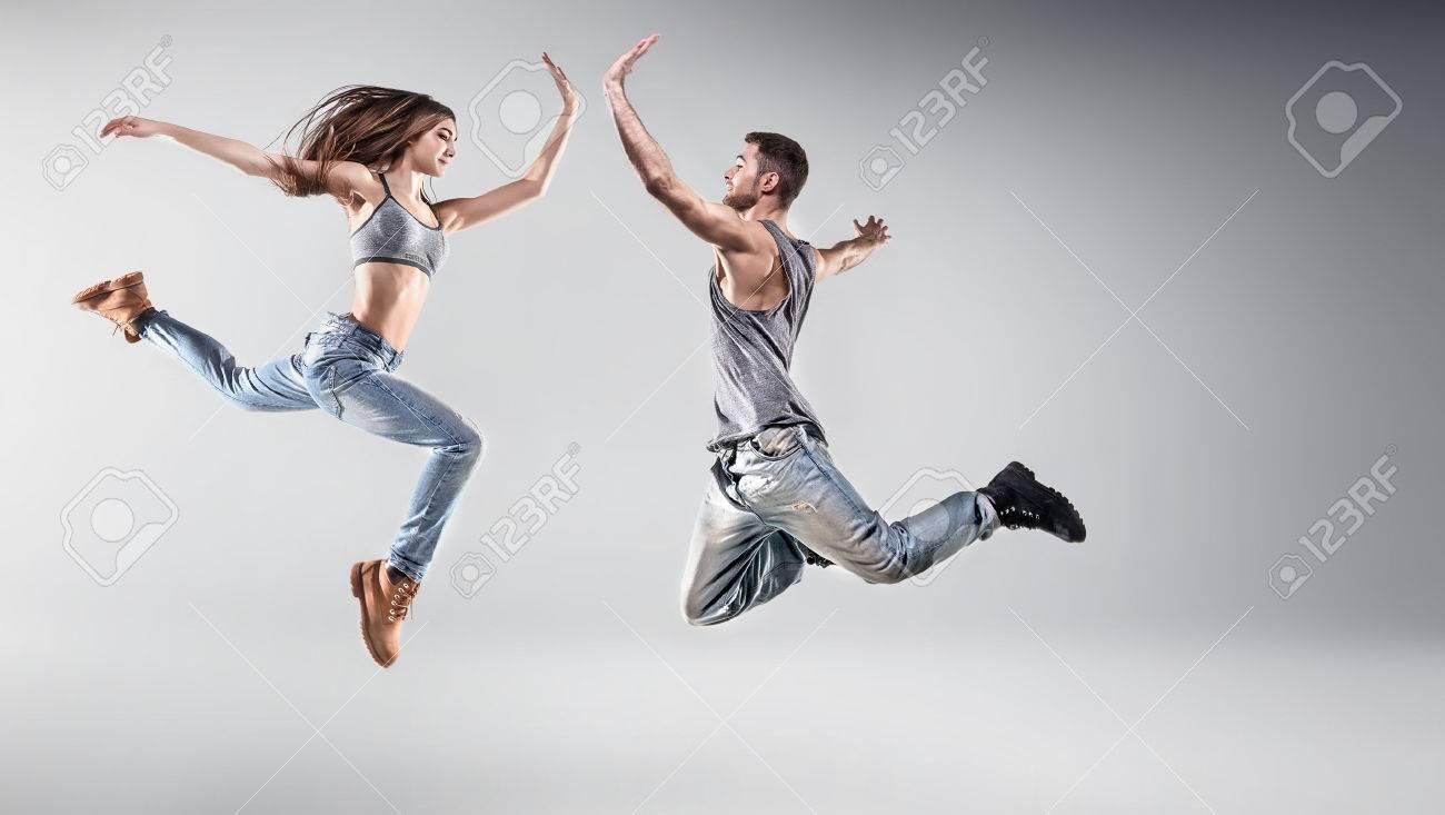 友人を踊る若者の肖像 ロイヤリ...