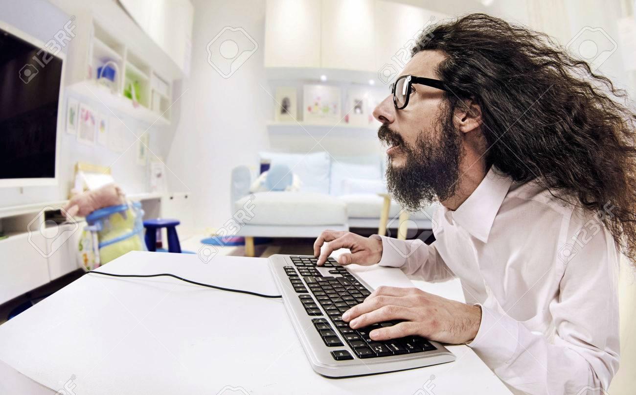 Computer specialist working in a bright office Archivio Fotografico - 53129331