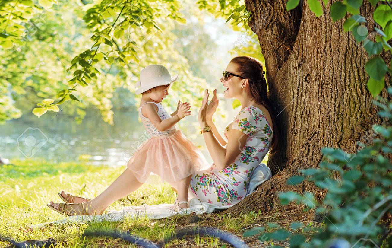Mother and her daughter having fun in the park Archivio Fotografico - 65237613