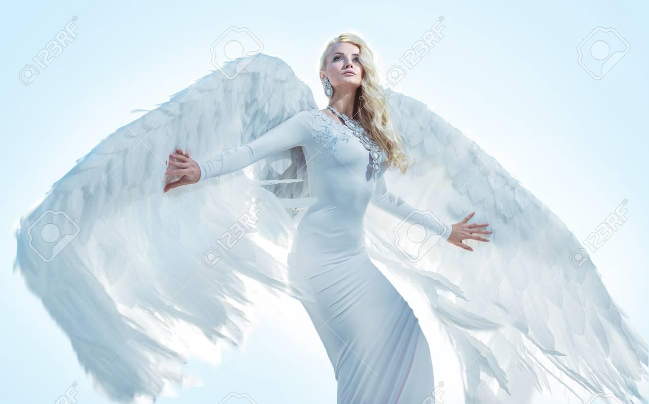 Portrait of an elegant, blond archanangel - 112962374