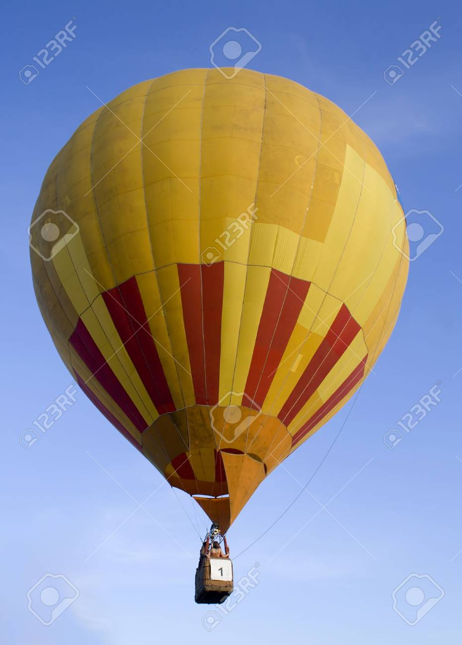 flying air baloon on blue sky Stock Photo - 1007460