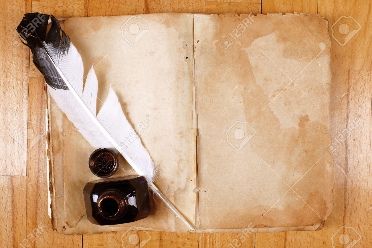 Vintage Libro Abierto Mensaje Vacío Con La Pluma Pluma Y Tintero ...