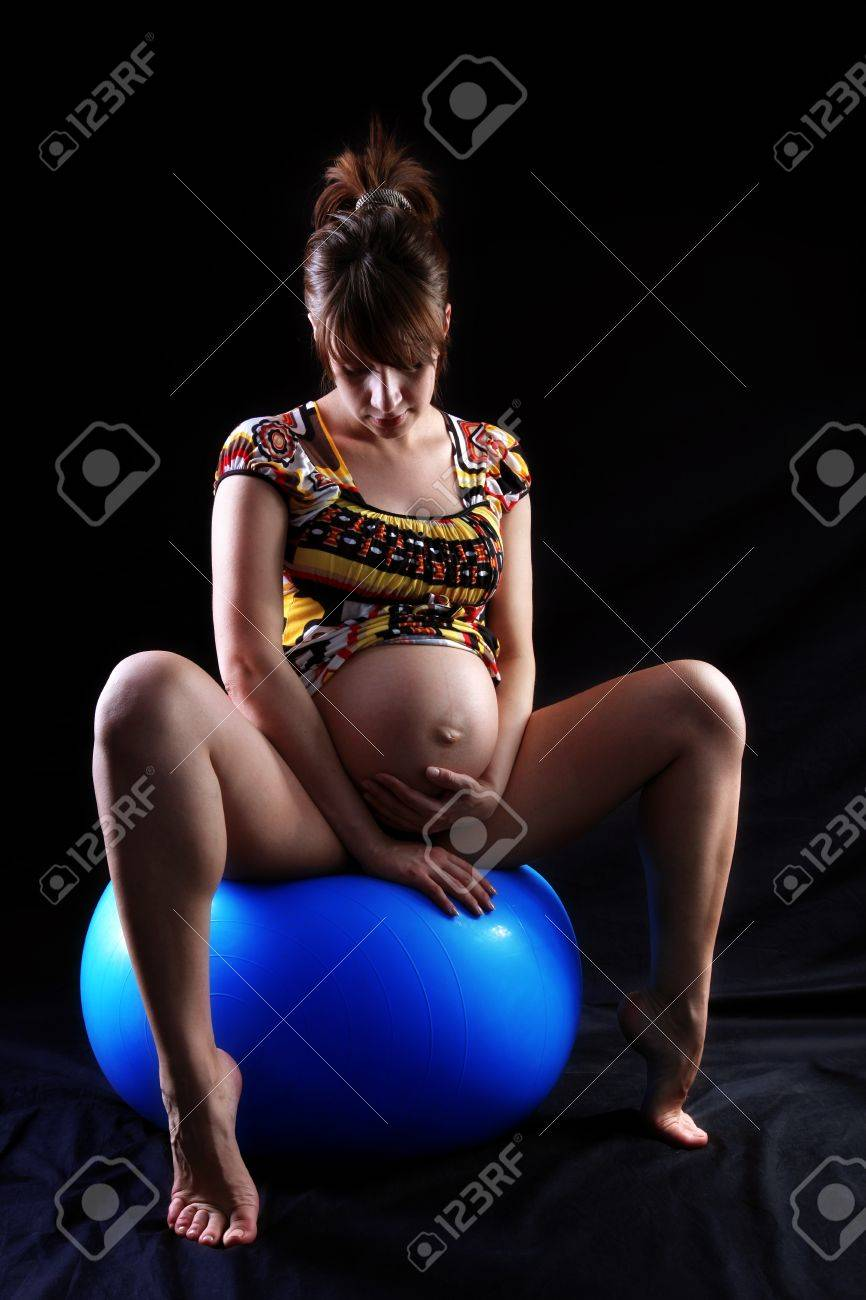 expectant mother 40 weeks sitting at big blue ball Stock Photo - 15979684
