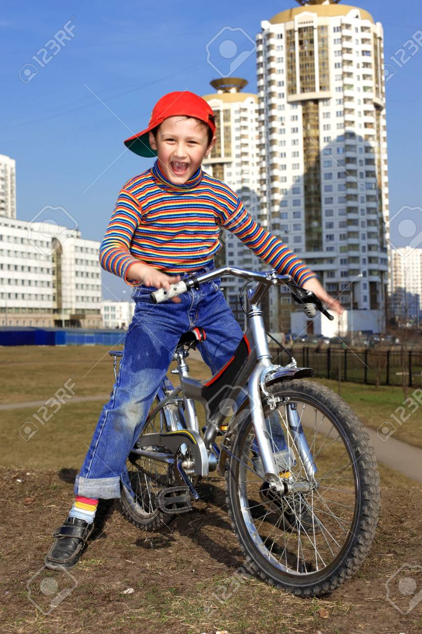 Boy Riding in Bicycle Stock Photo - 15995168