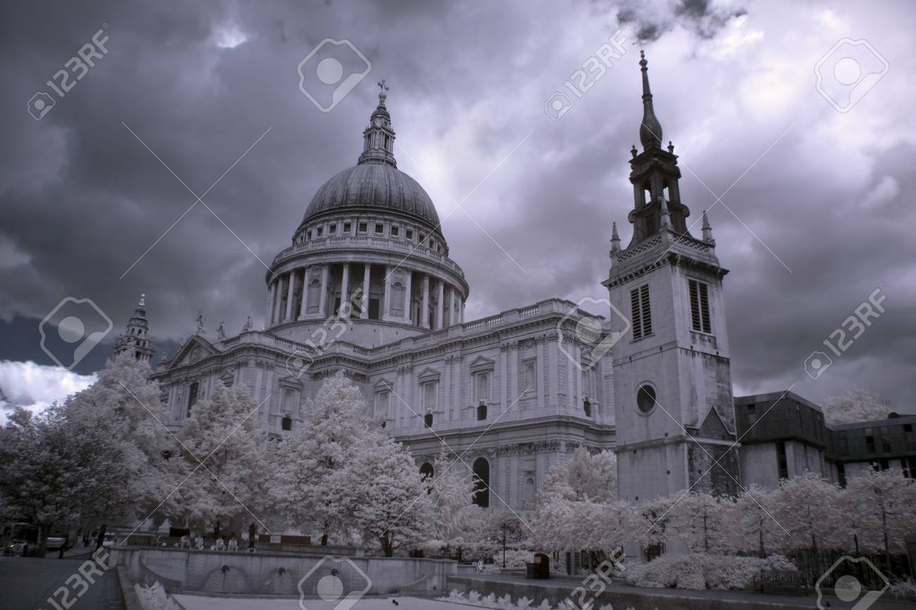 St. Paul's Cathedral in London Stock Photo - 16554445