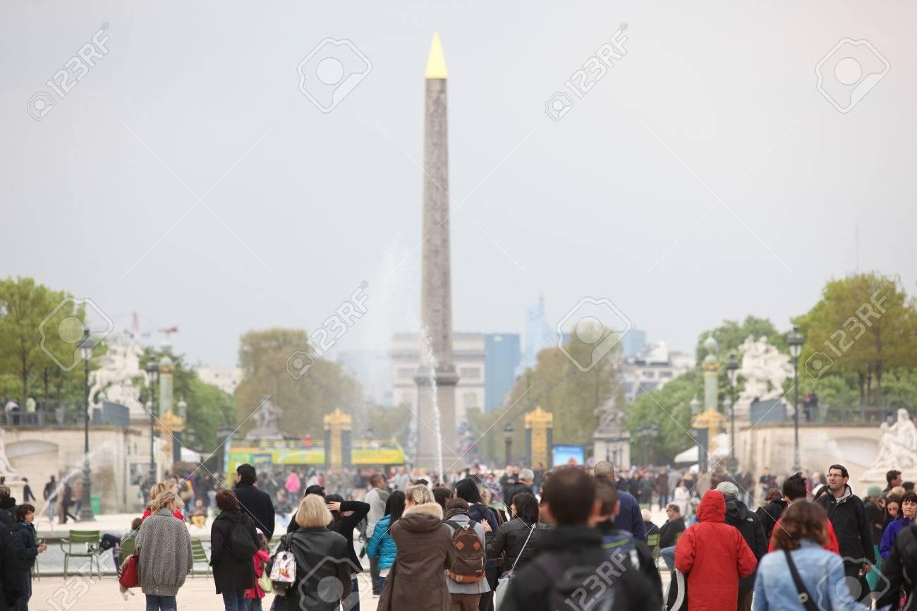Paris Francia 24 De Abril Luxor Obelisco Y Arco Triunfal Del