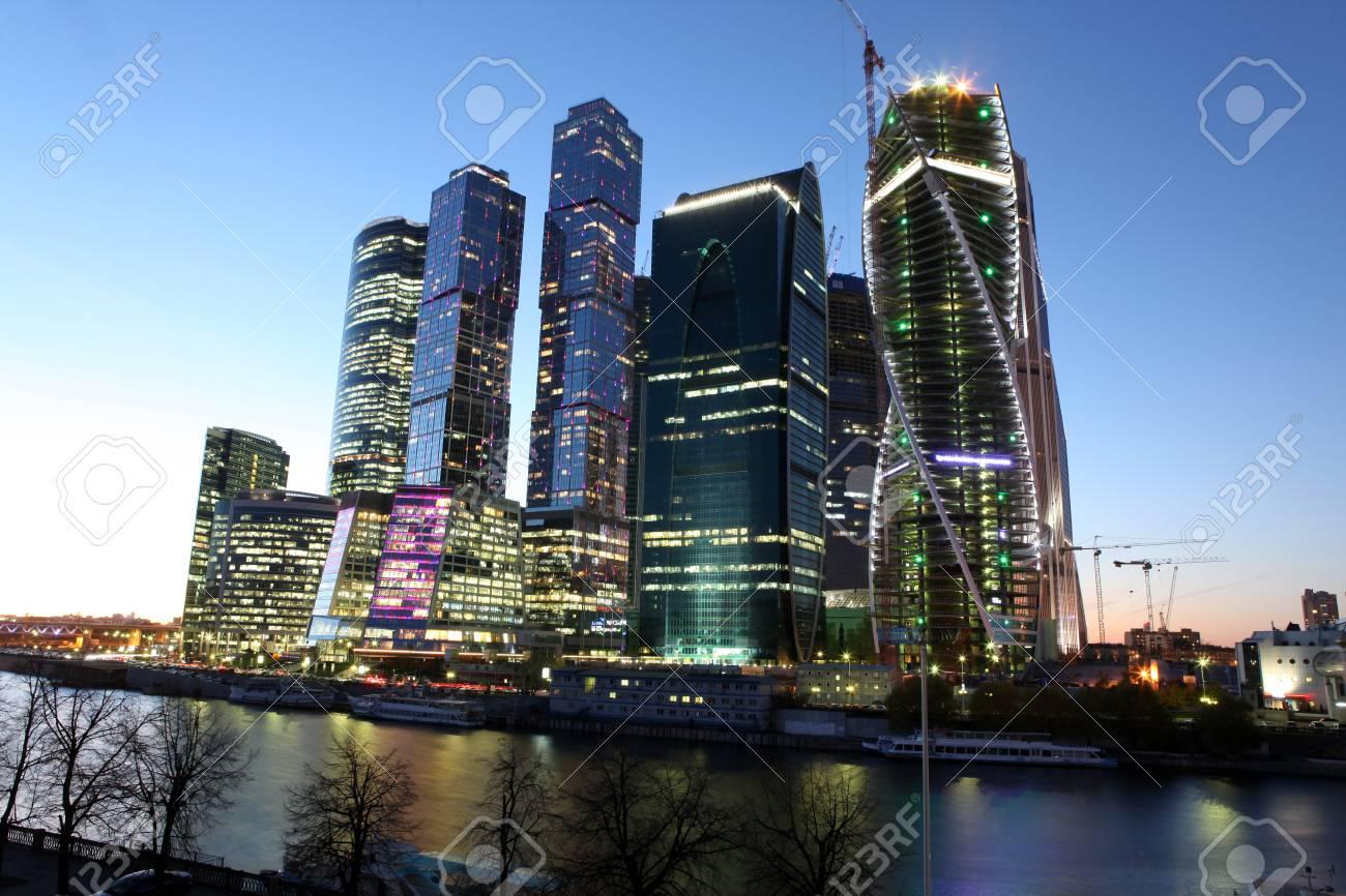 Famoso Y Hermosa Vista Nocturna Ciudad De Los Rascacielos Centro De