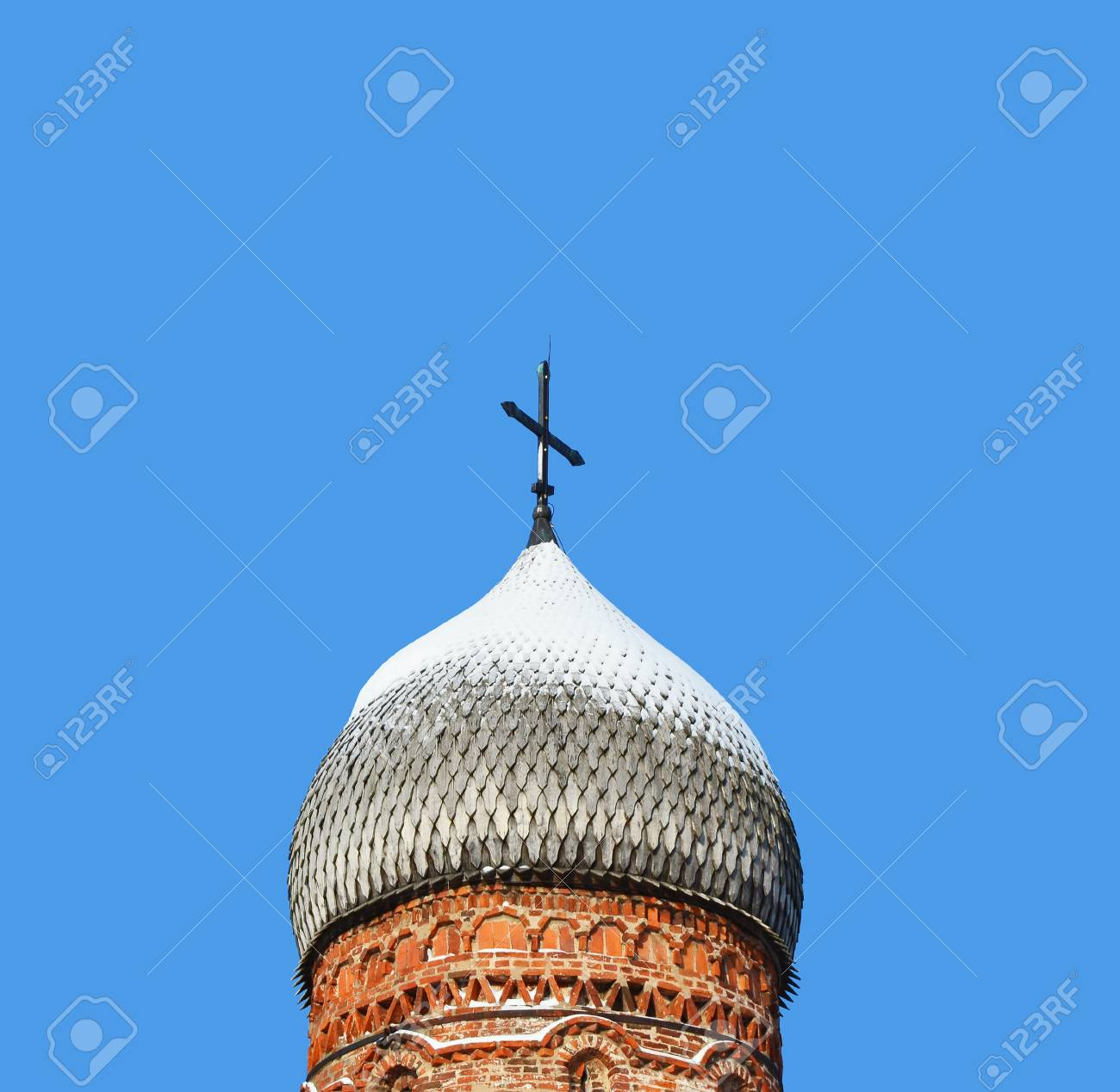 Old wooden dome of church on blue sky background in Novgorod Russia Stock Photo - 10745132