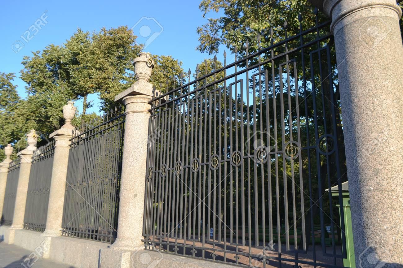 antigua valla de jardn de verano en san petersburgo rusia foto de archivo - Valla De Jardin