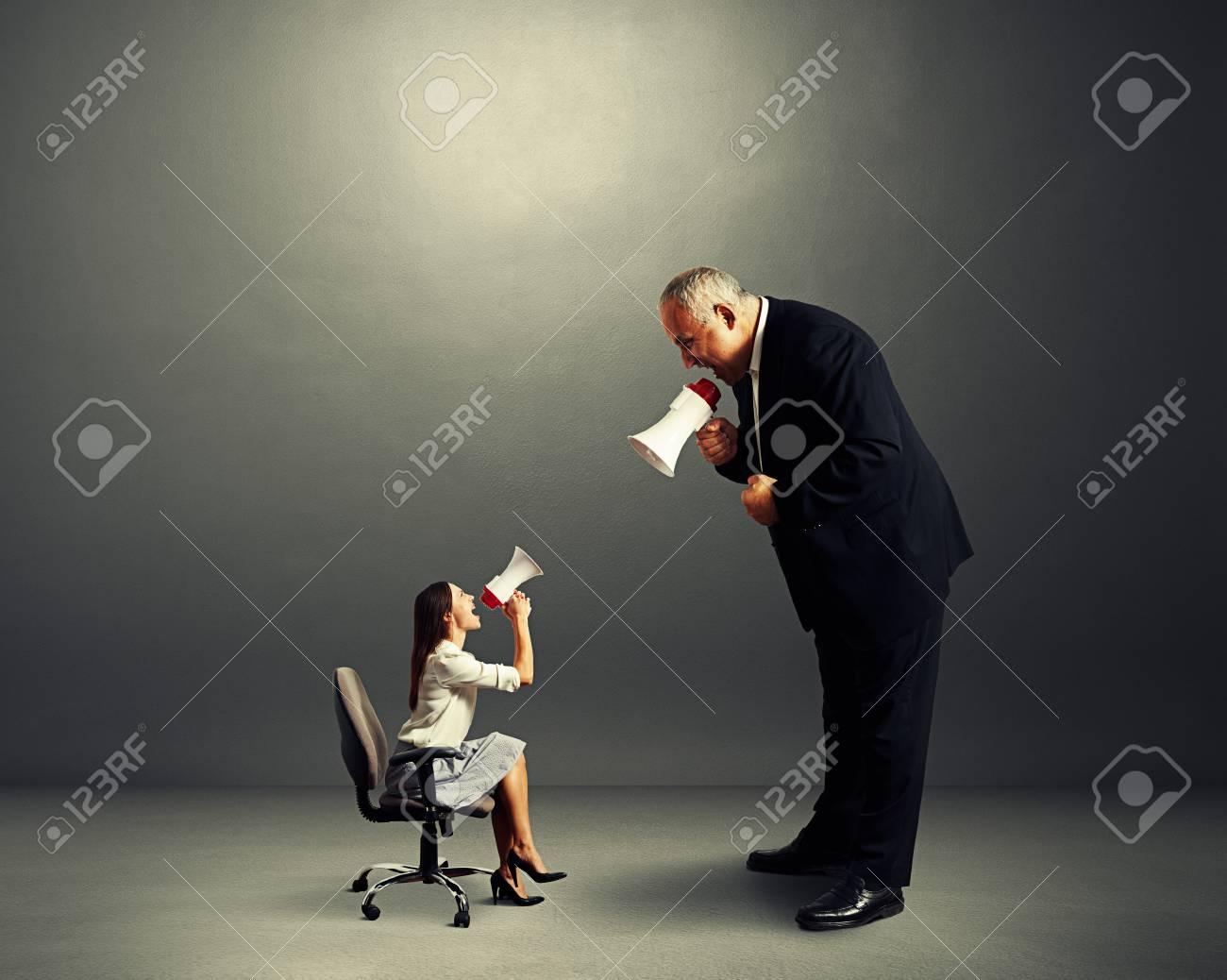 Kleine frau und großer mann