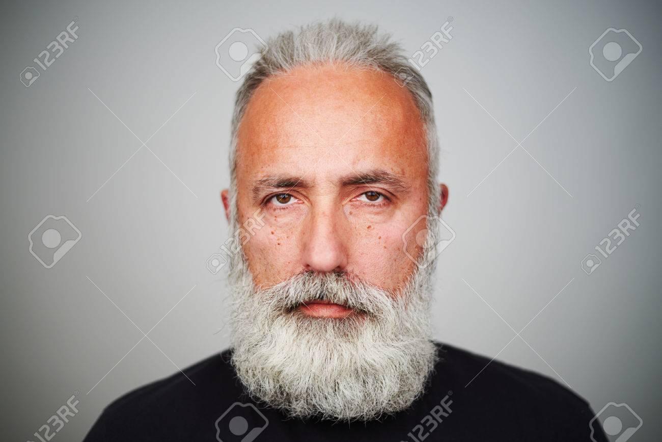 Und haaren bart männer grauen mit Der graue