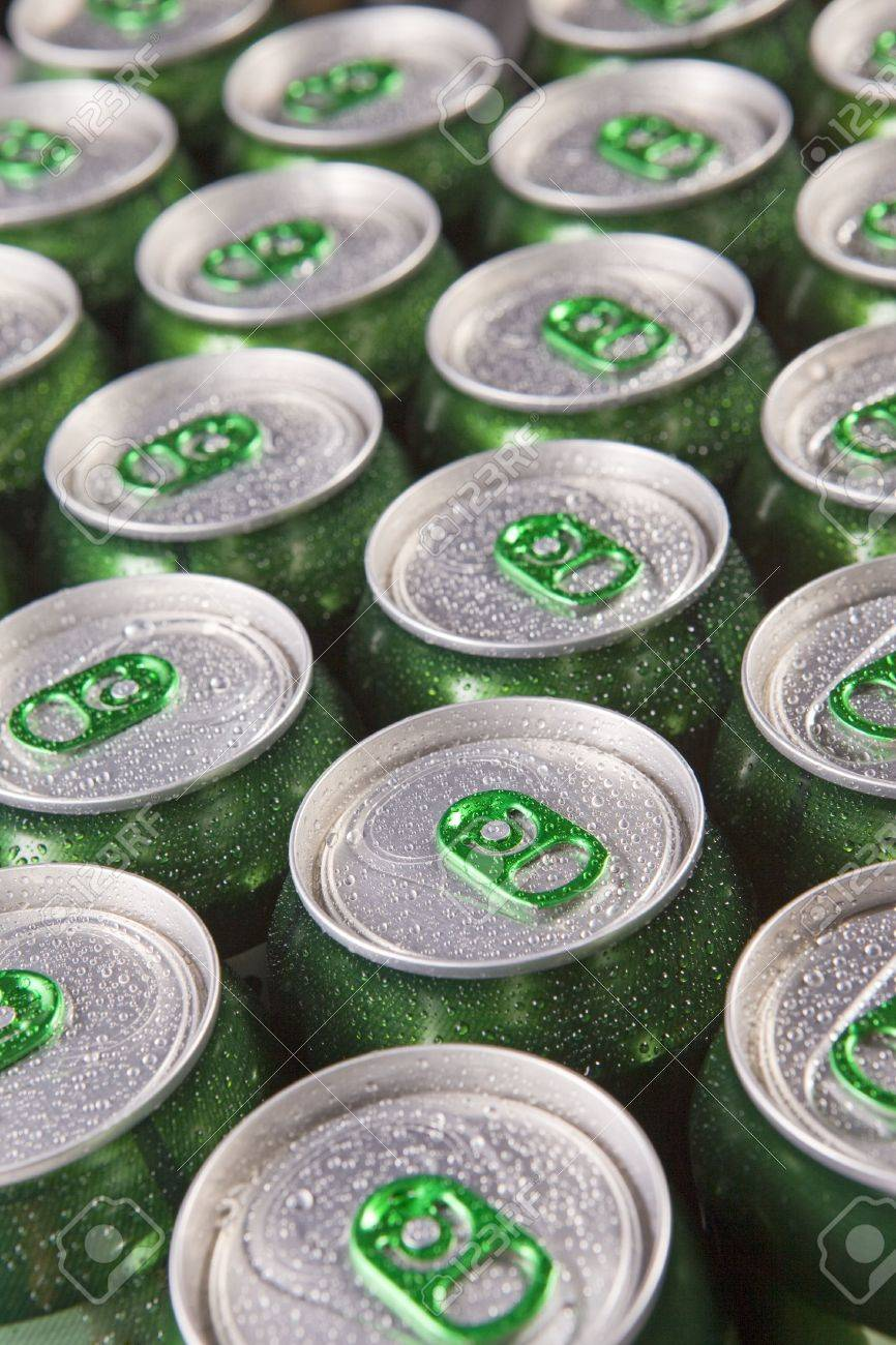 Aluminum cans in drops of water with keys close-up, Stock Photo - 6133916