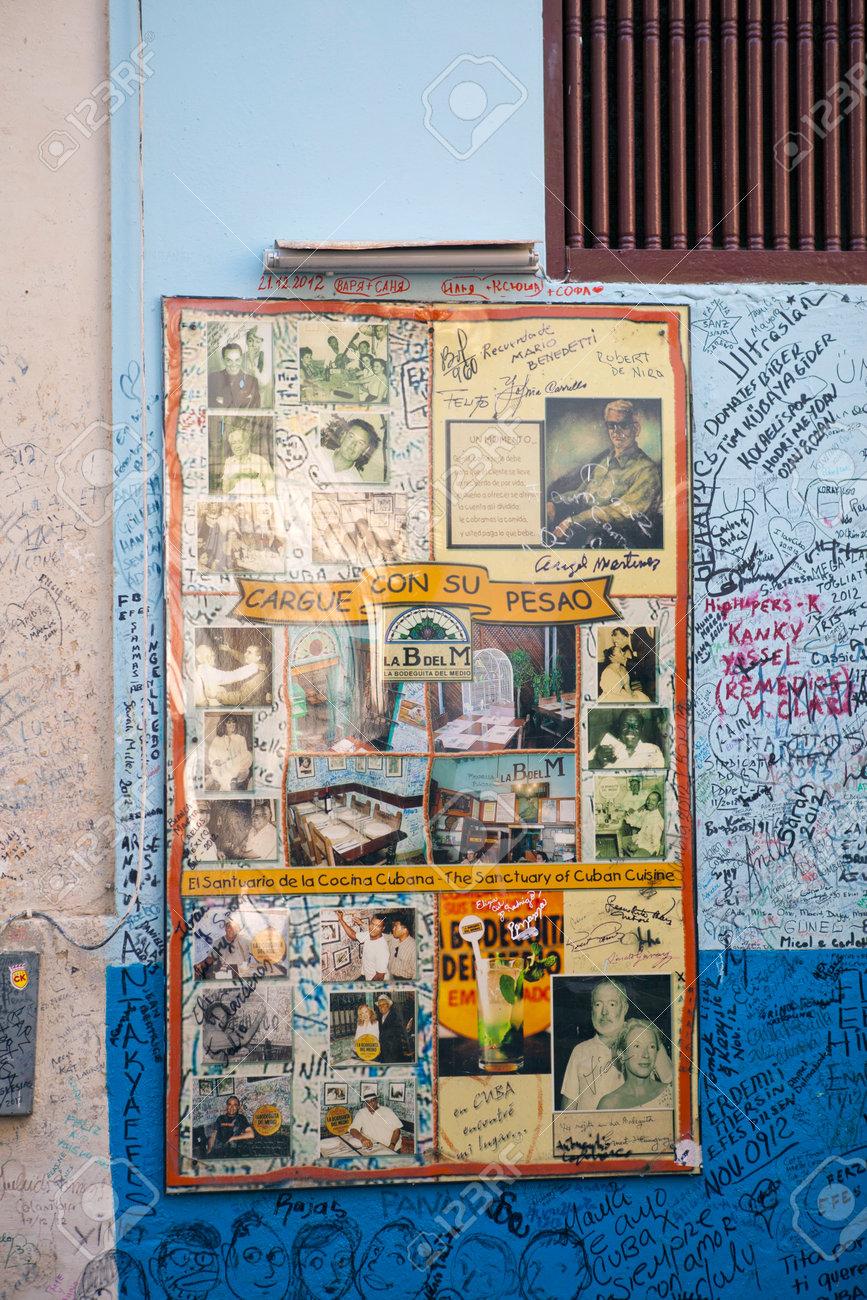 La Habana Cuba 27 De Enero De 2013 Restaurante Bodeguita Del Medio Cartel Con Autógrafos Sobre Una Entrada Este Restaurante Fue El Favorito De Ernest Hemingway Y Otras Celebridades Fotos Retratos