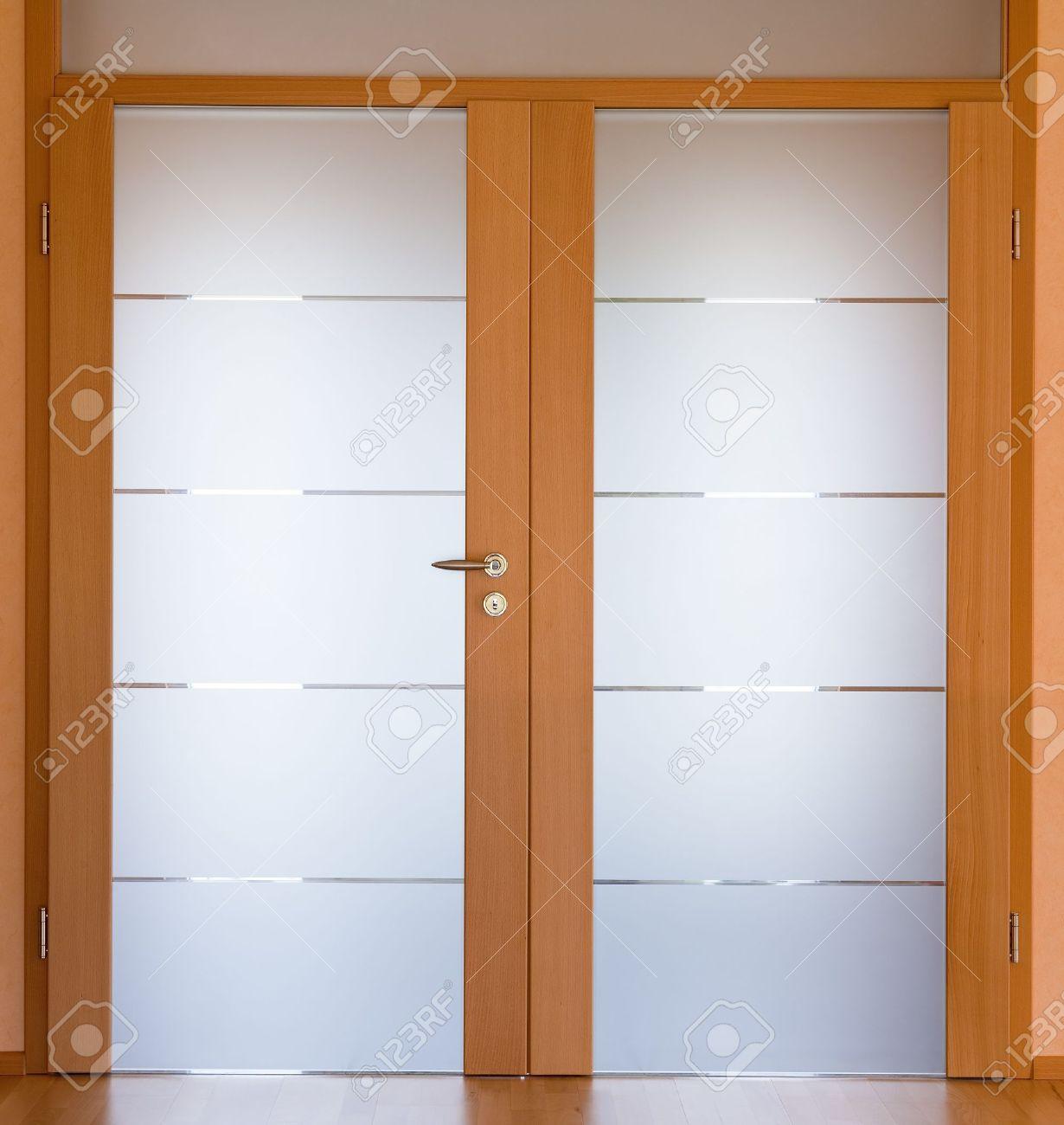 Blick Auf Einen Modernen Wohnzimmer Tür Standard Bild   14192386