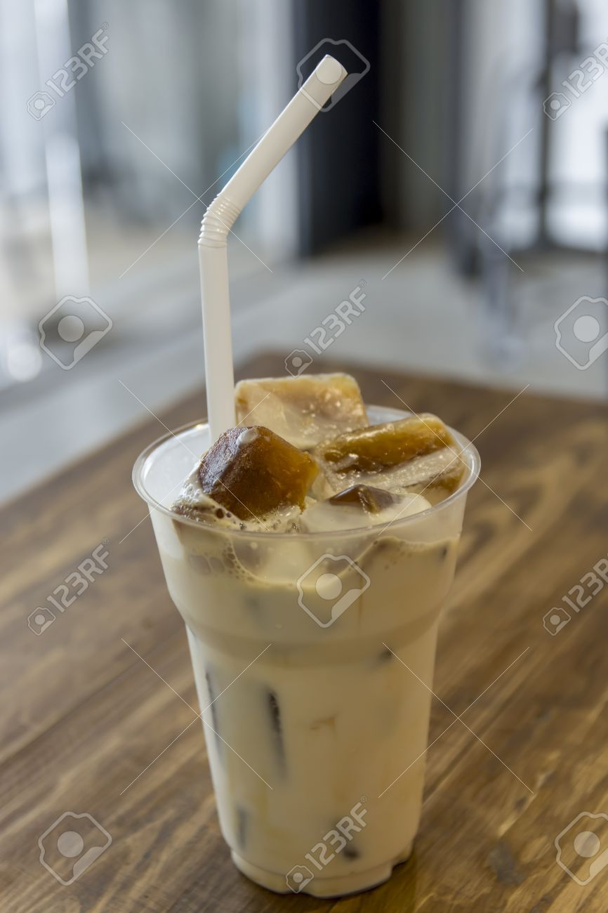 Cold Coffee Lattes : Iced Coffee Latte