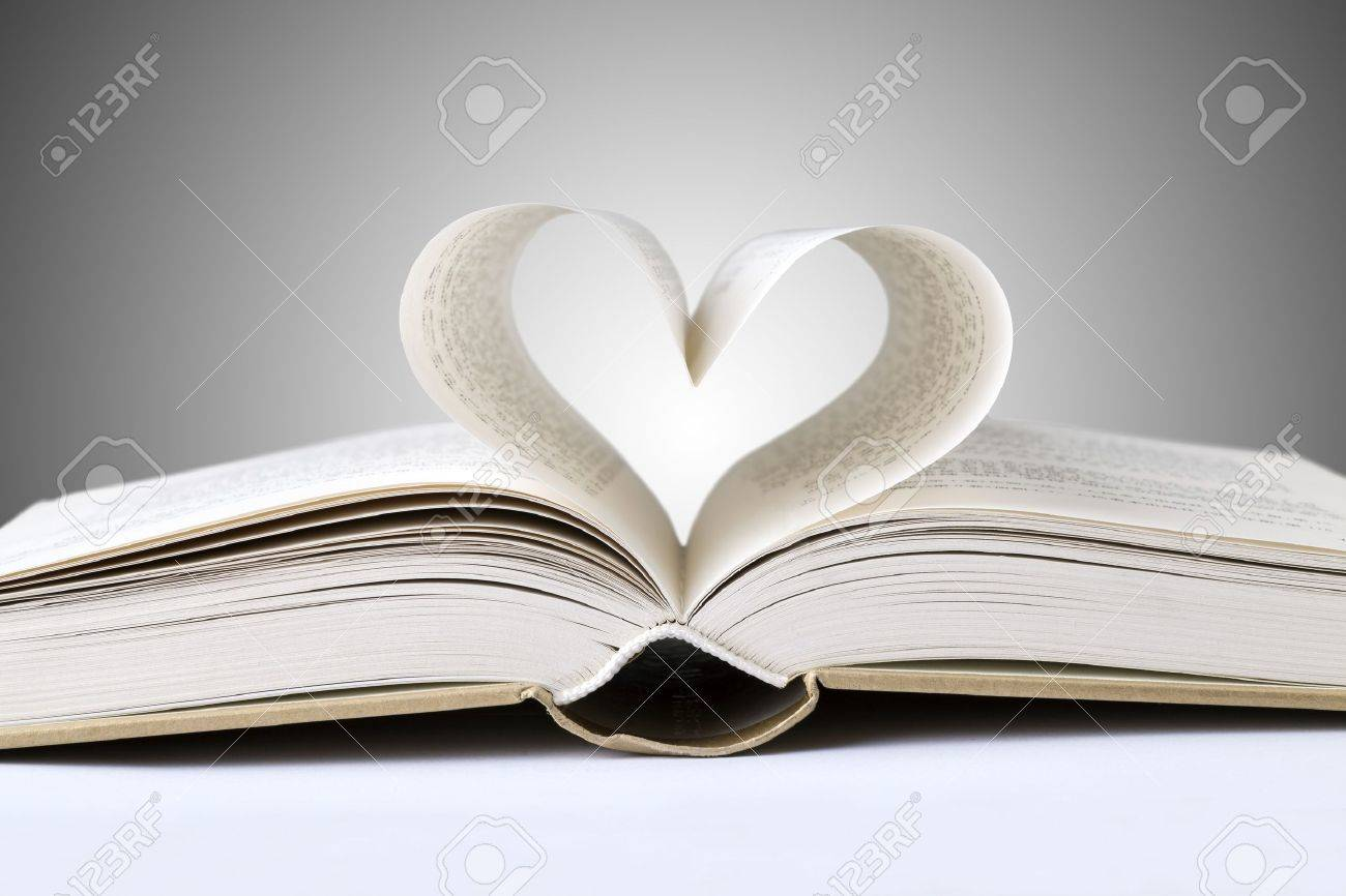 book heart Stock Photo - 15027212