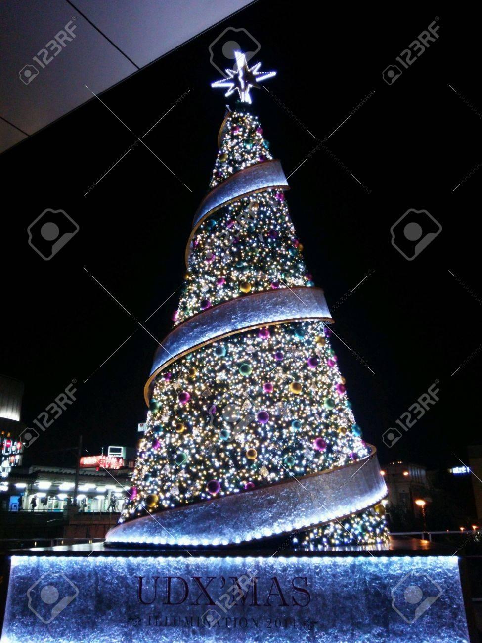 albero di natale di illuminazione a akihabara, tokyo, giappone ... - Illuminazione Alberi Natale