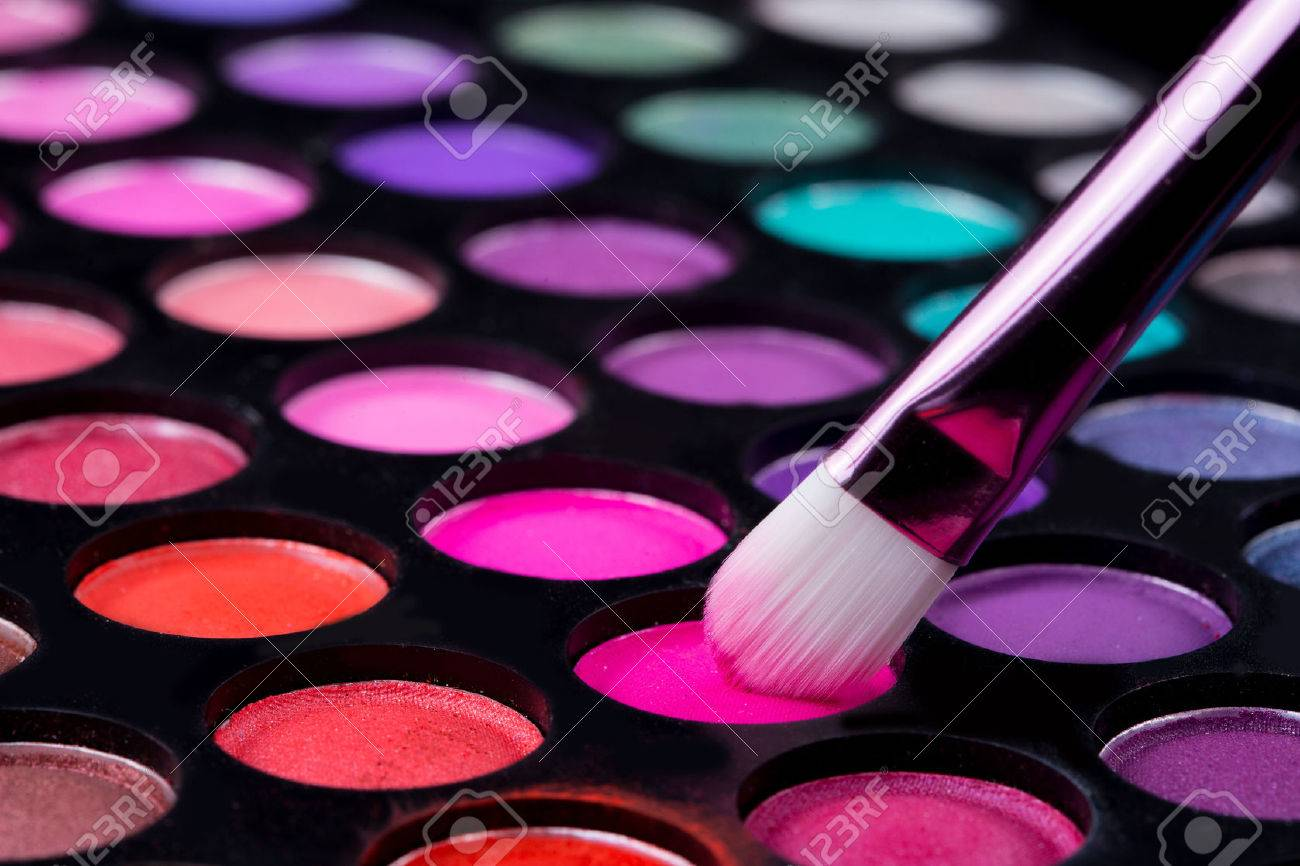 brushes and make-up eye shadows - 40207575