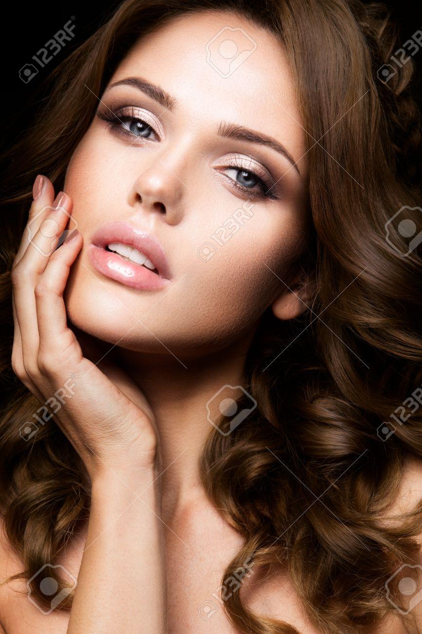Com Close Beautiful Woman