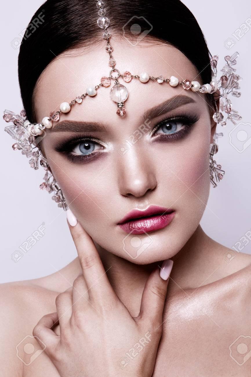 Porträt Einer Schönen Mode Brunettebraut Süß Und Sinnlich