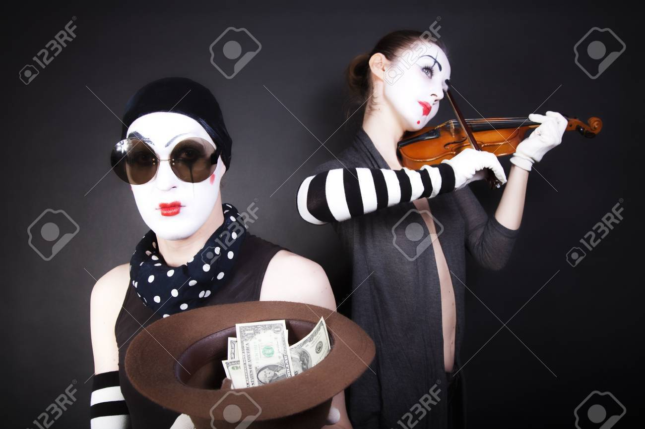 Two mimes playing a violin for the money - 7901434