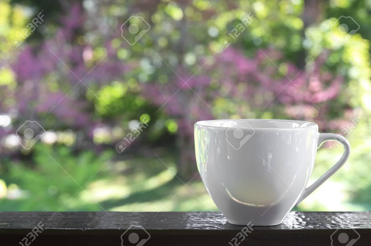Kaffee Oder Tee In Leere Weiße Tasse Platz Auf Dem Holz Fenster Oder