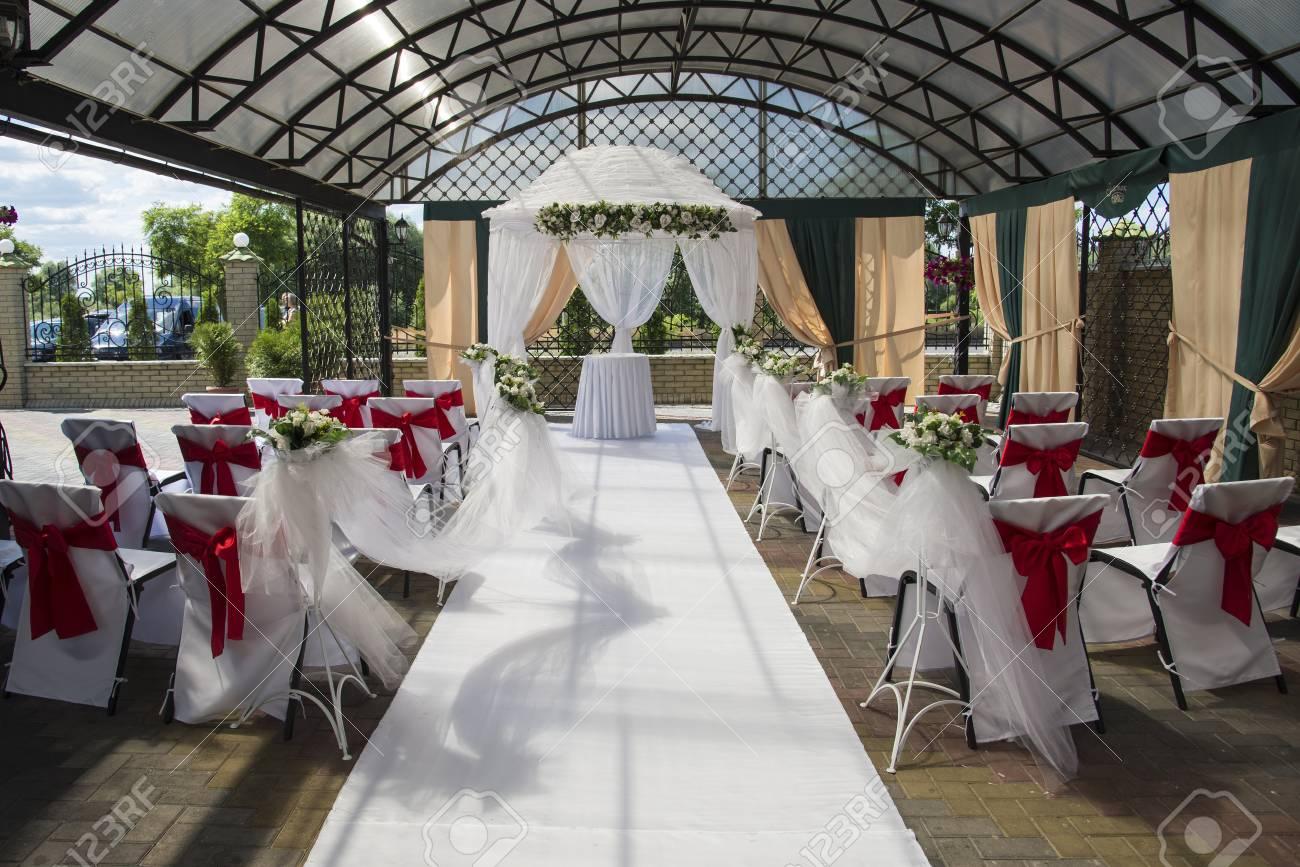 Innenraum Einer Hochzeit Zelt Dekoration Bereit Fur Die Gaste