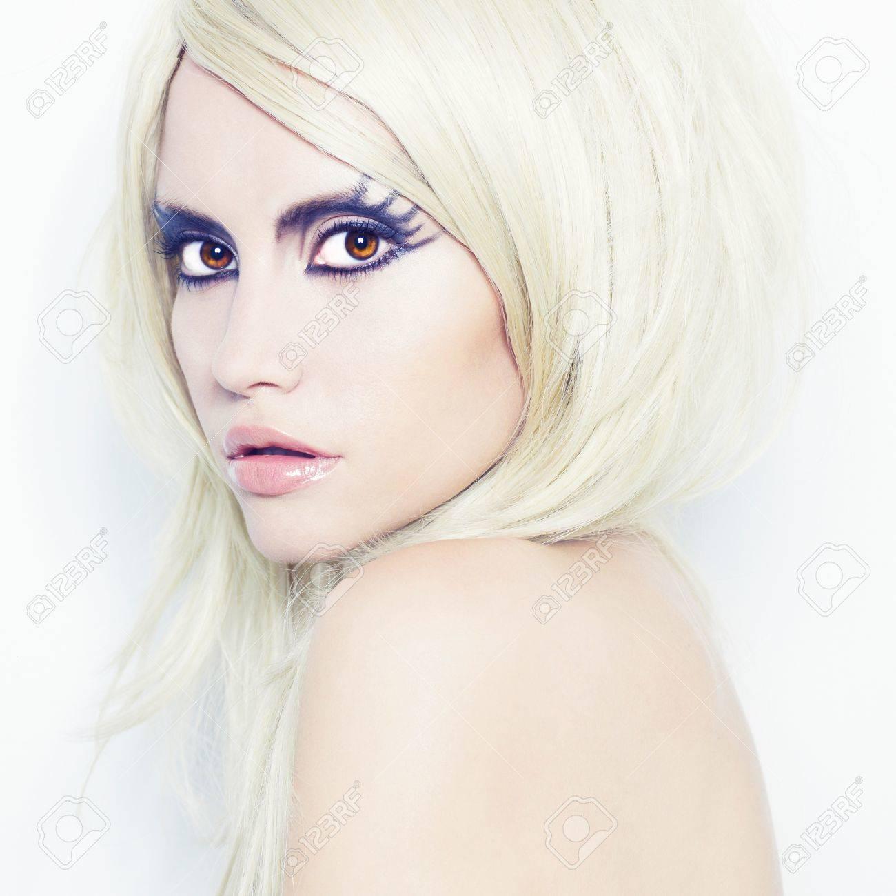 Modefotografie der schönen jungen Frau mit Phantasie Make-up Standard-Bild  - 11531779 d12659374f