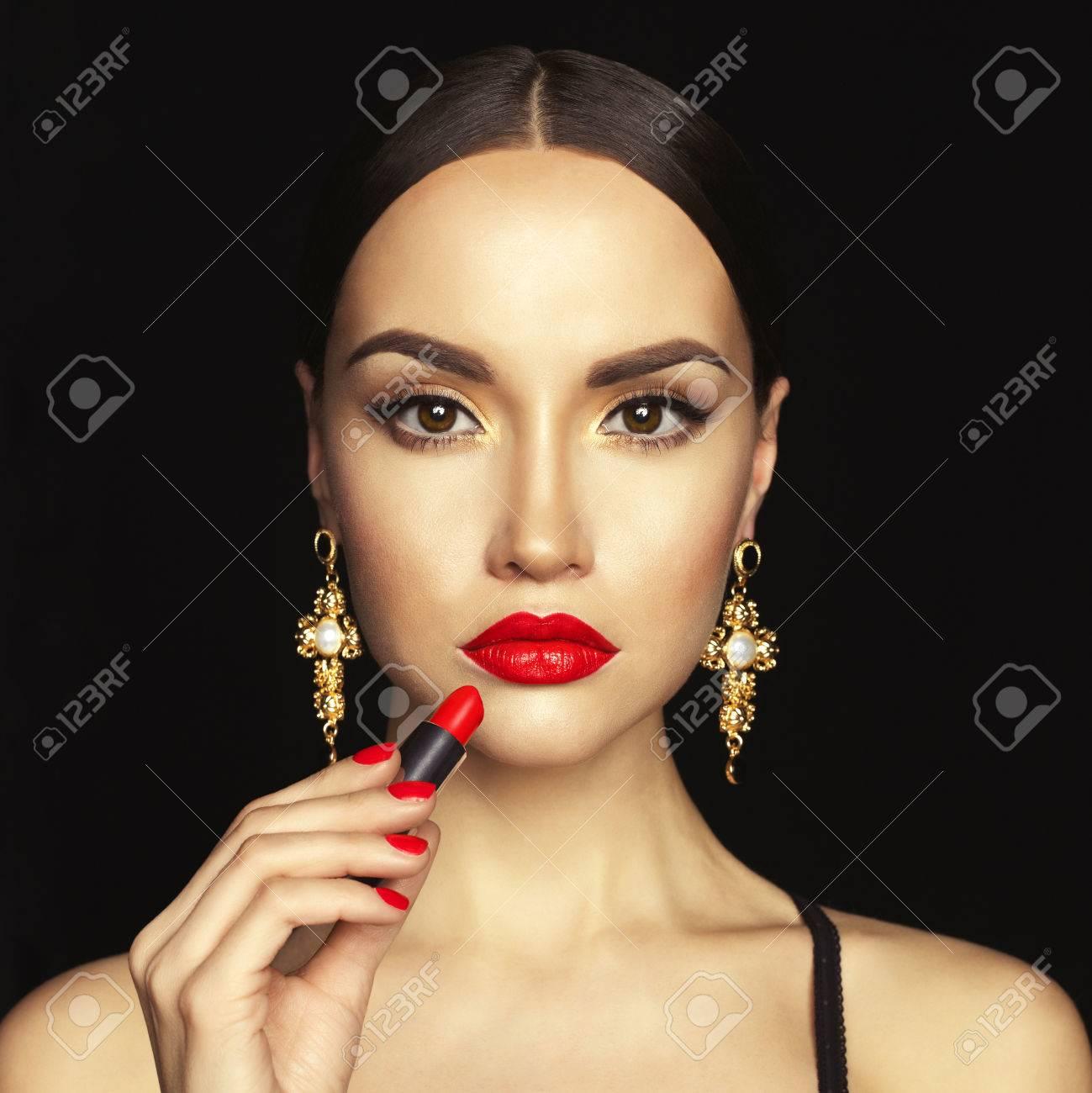 Fashion Studio Foto Der Schönen Jungen Dame Gelten Roten Lippenstift