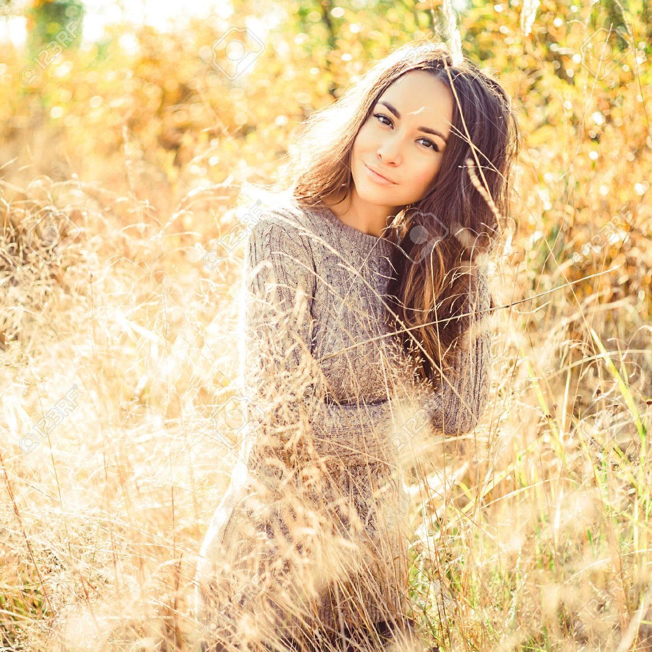 b511ef0ea994e4 Outdoor atmospheric fashion photo of young beautiful lady. Autumn field.  Autumn lanscape. Warm