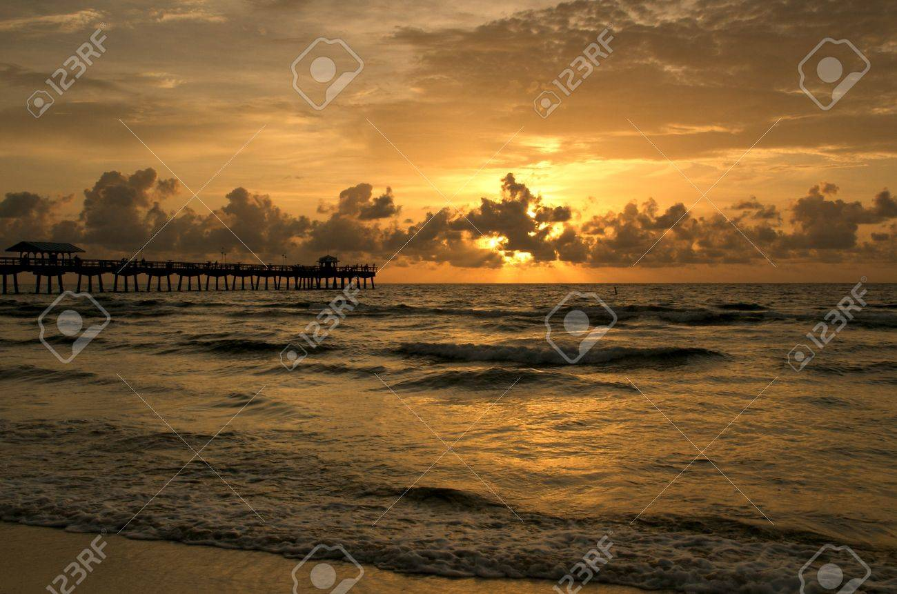 Sunrise in Lauderdale by the Sea Fishing Pier, in Fort Lauderdale, Florida. Stock Photo - 4075238