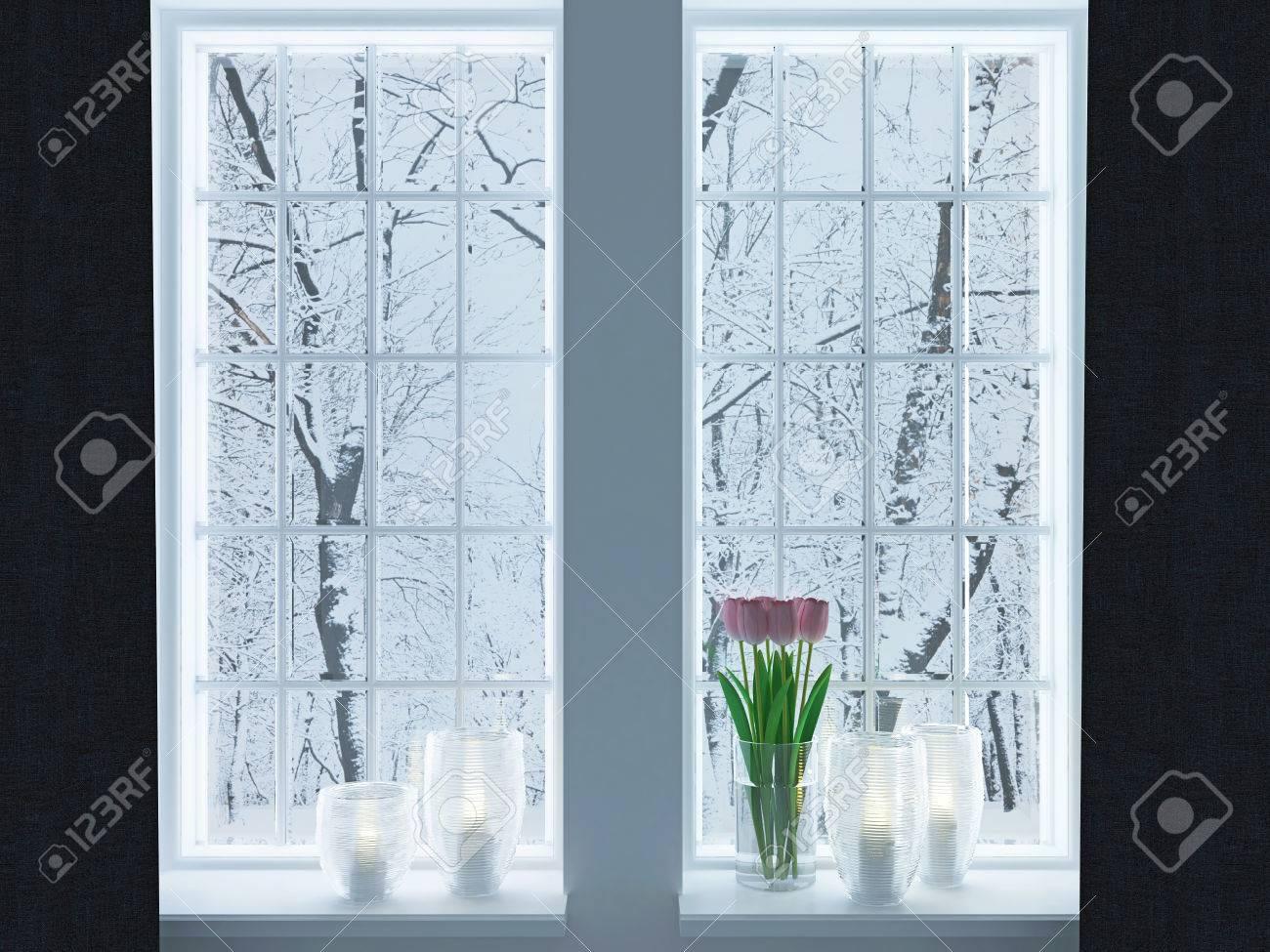 Gezellige kamer. kandelaars en bloemen op een vensterbank. winter ...