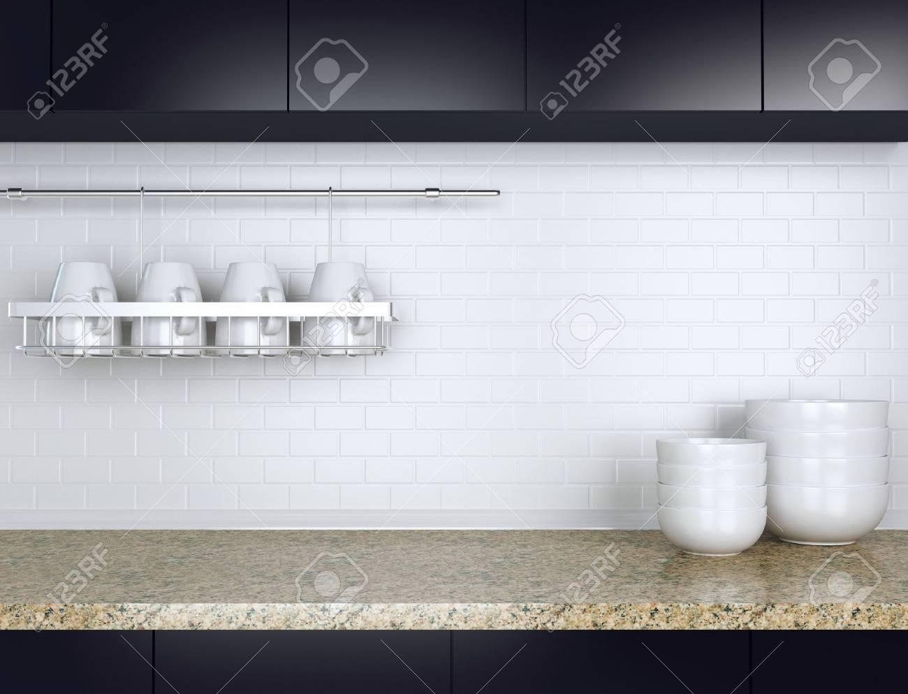 Keramisch keukengerei op het marmeren werkblad. zwart en wit ...