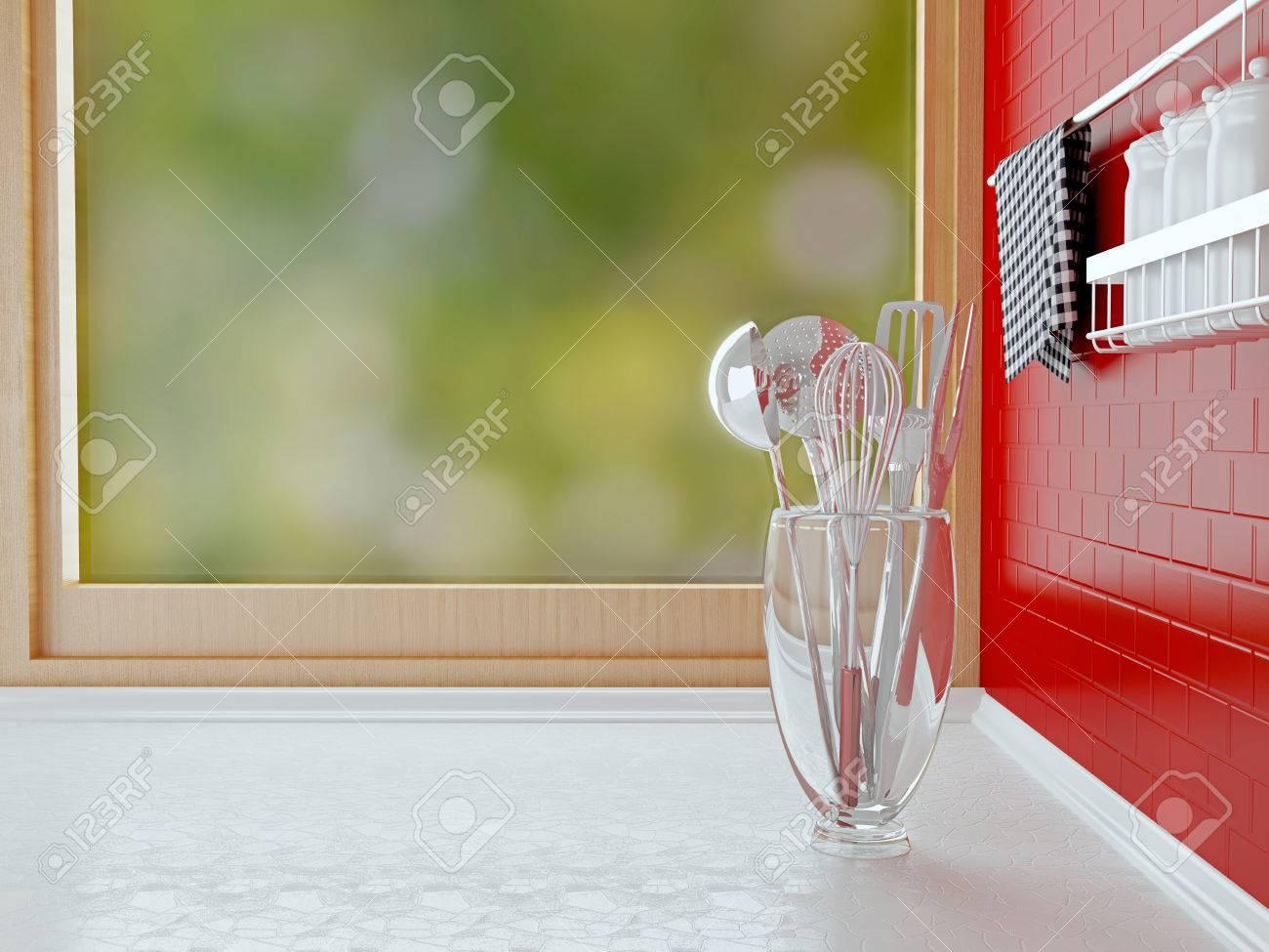 Plan De Travail Chrome ustensiles chrome sur le plan de travail blanc en face de la fenêtre en  bois. intérieur de cuisine.