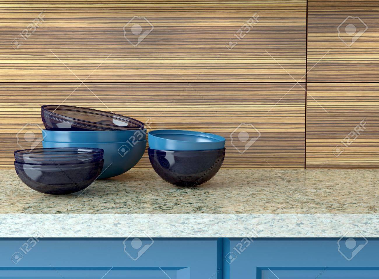 Plan De Travail Bleu ustensiles de cuisine en céramique bleu sur le plan de travail en marbre.