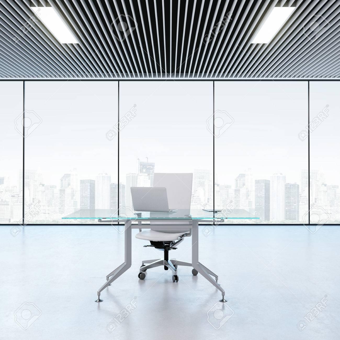 Lieu De Travail Moderne Dans Le Bureau Avec Fenêtres Banque D\'Images ...