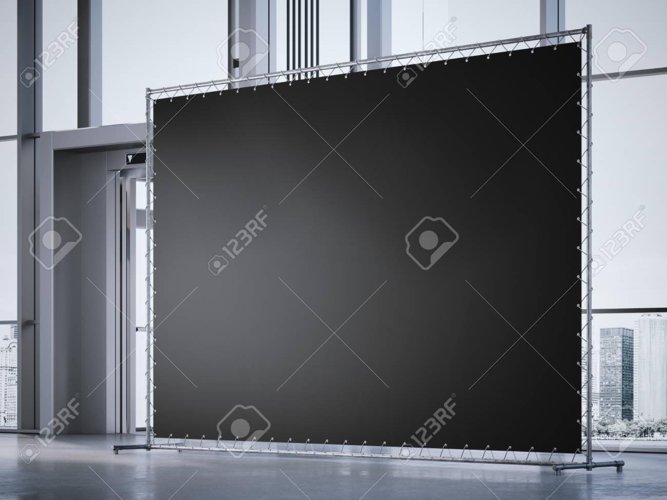 Bannière noire vierge dans la salle moderne du bureau. rendu 3d