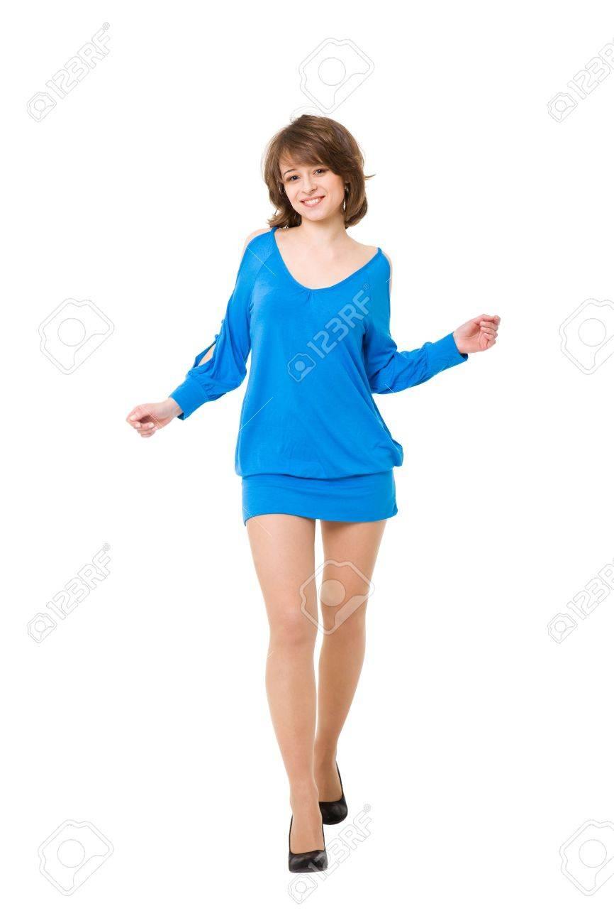 1d9a8ffda56f Affascinante ragazza in un vestito blu corto. Si è isolato su uno sfondo  bianco Archivio