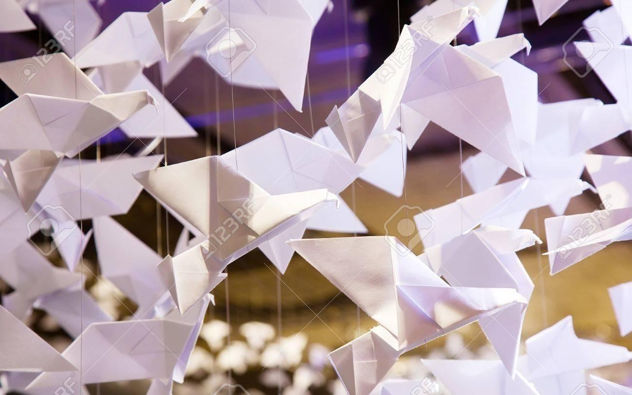 Origamis Traditionelle Japanische Kunst Des Papierfaltens Aus Papier Figuren Von Tieren Und Vogeln Lizenzfreie Fotos Bilder Und Stock Fotografie Image 18705627