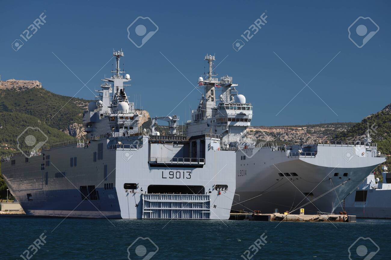 The amphibious assault ships Le Mistral and Le Tonnerre docked in the France Navy base at the harbor of Toulon , France. - 141651417