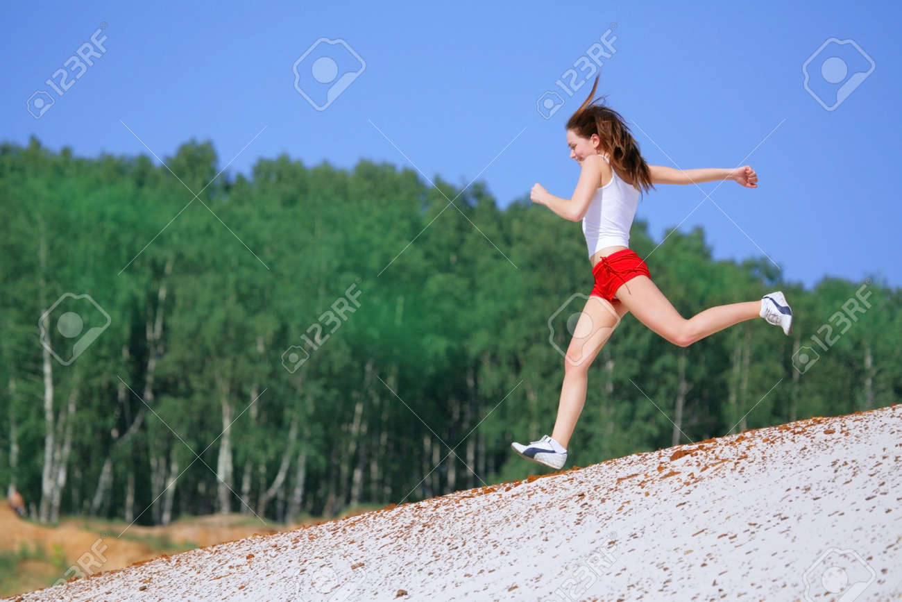 girl runs Stock Photo - 1170931